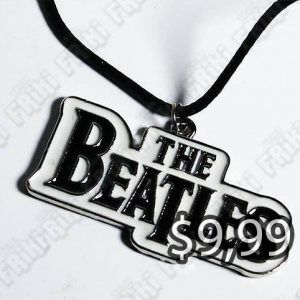 Collar Música Rock The Beatles Logo Ecuador Comprar Venden, Bonita Apariencia ideal para los fans, practica, Hermoso material de bronce niquelado Color plateado y negro Estado nuevo