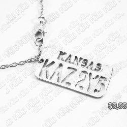 Collar Series Supernatural Placa Kansas Ecuador Comprar Venden, Bonita Apariencia perfecto para mostrar tu amor a la serie, practica, Hermoso material de bronce niquelado Color plateado Estado nuevo