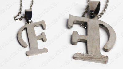 Collar Varios Letra F Plateada Ecuador Comprar Venden, Bonita Apariencia perfecta con tu inicial, practica, Hermoso material de bronce niquelado Color como en la imagen Estado nuevo